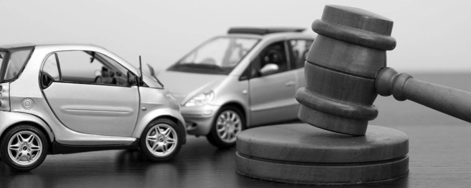 Иллюстрация к автомобильной аварии, когда нужна помощь адвоката